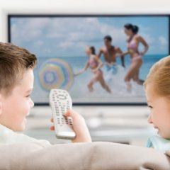 Riscurile utilizarii televizorului in exces de catre copii